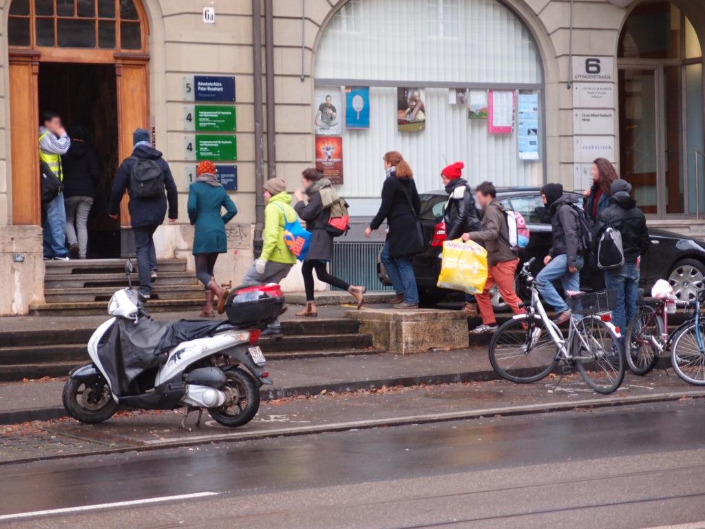 Action à Berne : Doubler les taxes d'études ? – Hors de question !